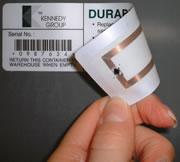 Chip RFID bajo una etiqueta