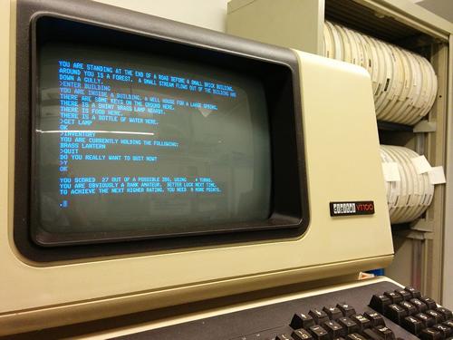 'Colossal Cave Adventure' corriendo en un PDP-11/34 y mostrado en la consola de un VT100 (clic para ampliar)