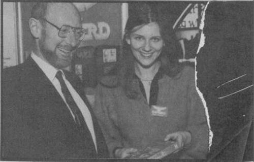 Anita Sinclair con Clive Sinclair (no, no son parientes)