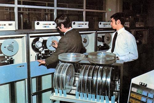 Operadores con las memorias de cinta